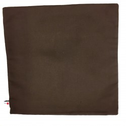 Mörk brun baksida.